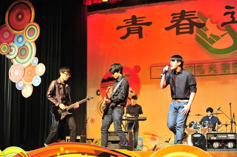 第32届青春旋律艺术节·晚会照片1(转) - 数学特级教师李兴怀 - 华师附中数学教育工作室